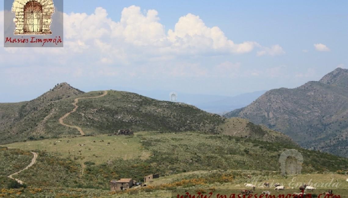 Vistas desde la masia y de parde de las tierras de la propiedad