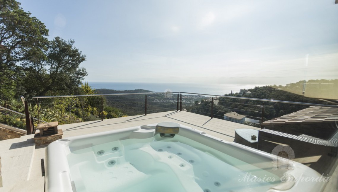 Jacuzzi on the terrace with sea views