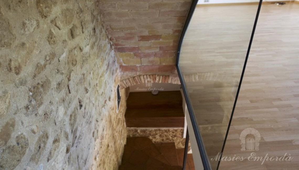 Escalera de acceso  a la segunda planta