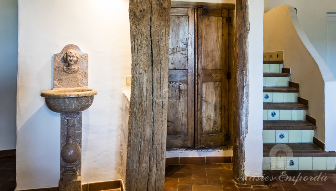 Details of access to the floor and attic rooms