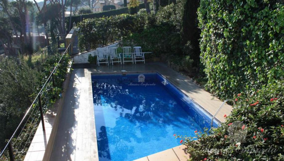 Zona de piscina de la propiedad