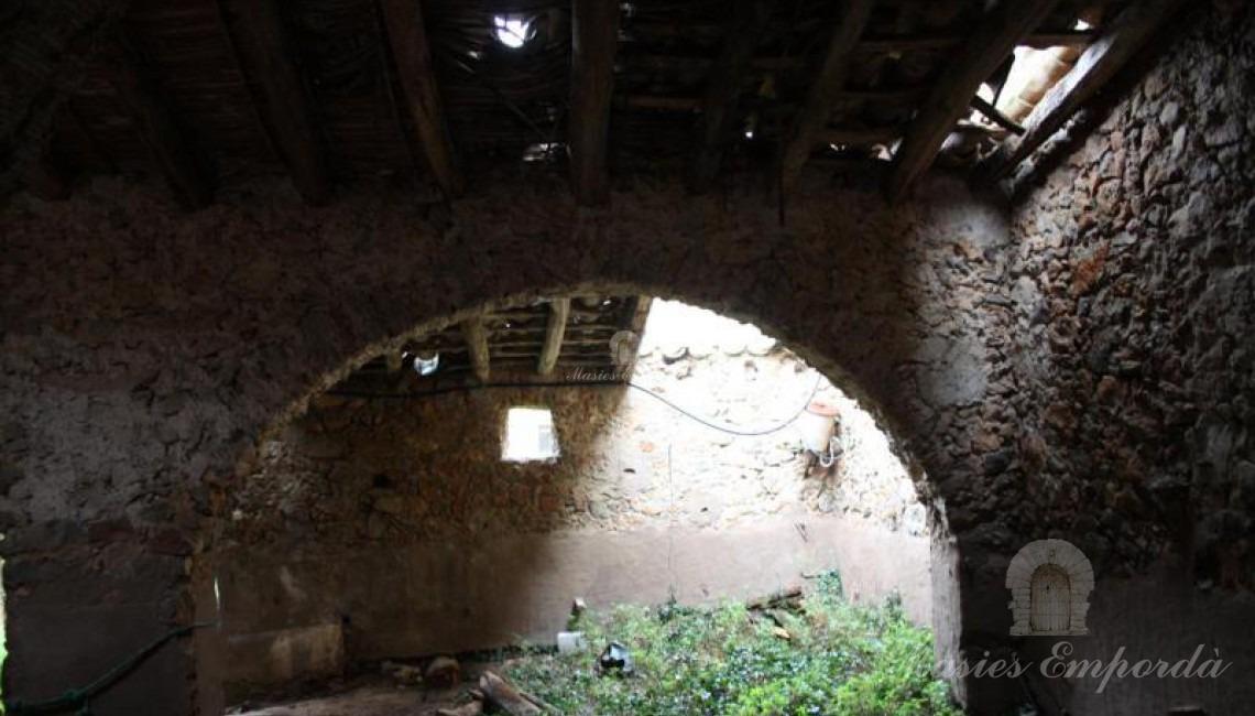 Interior de las cuadras con arco de medio punto