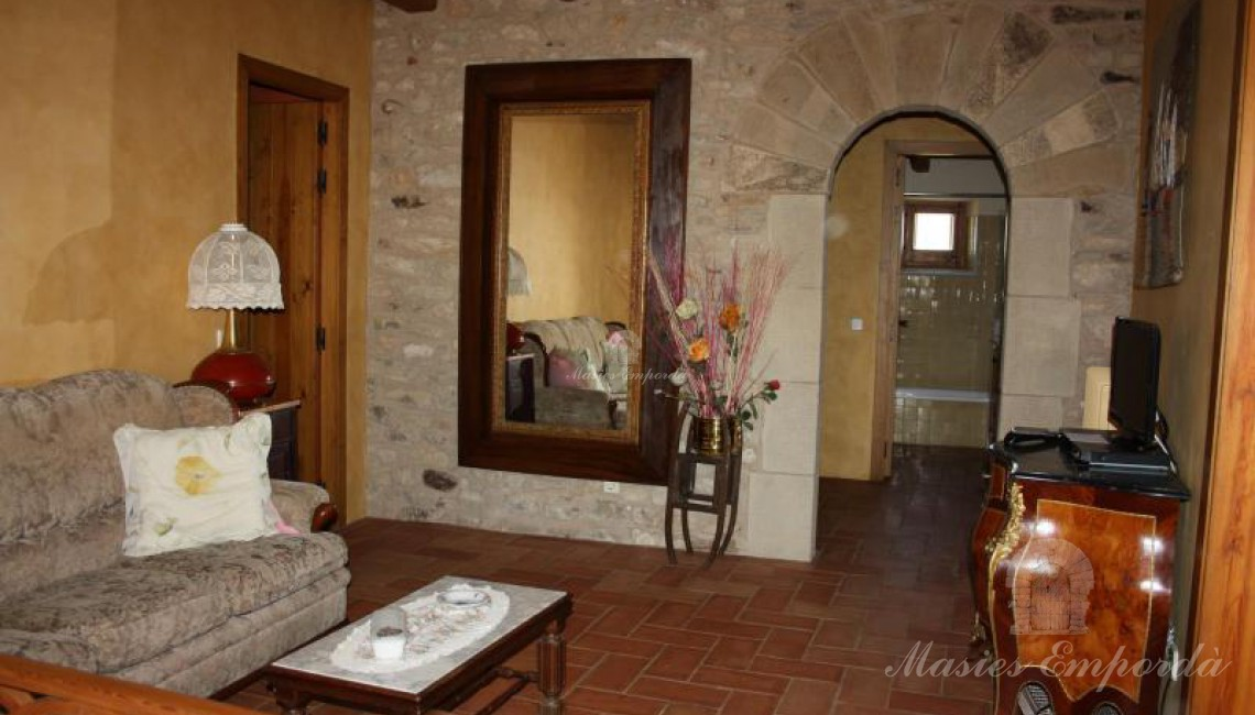280m2 village house completely restored in the Baix ...