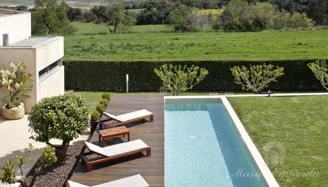 Views of the pool and the fields from the terrace on the second floor