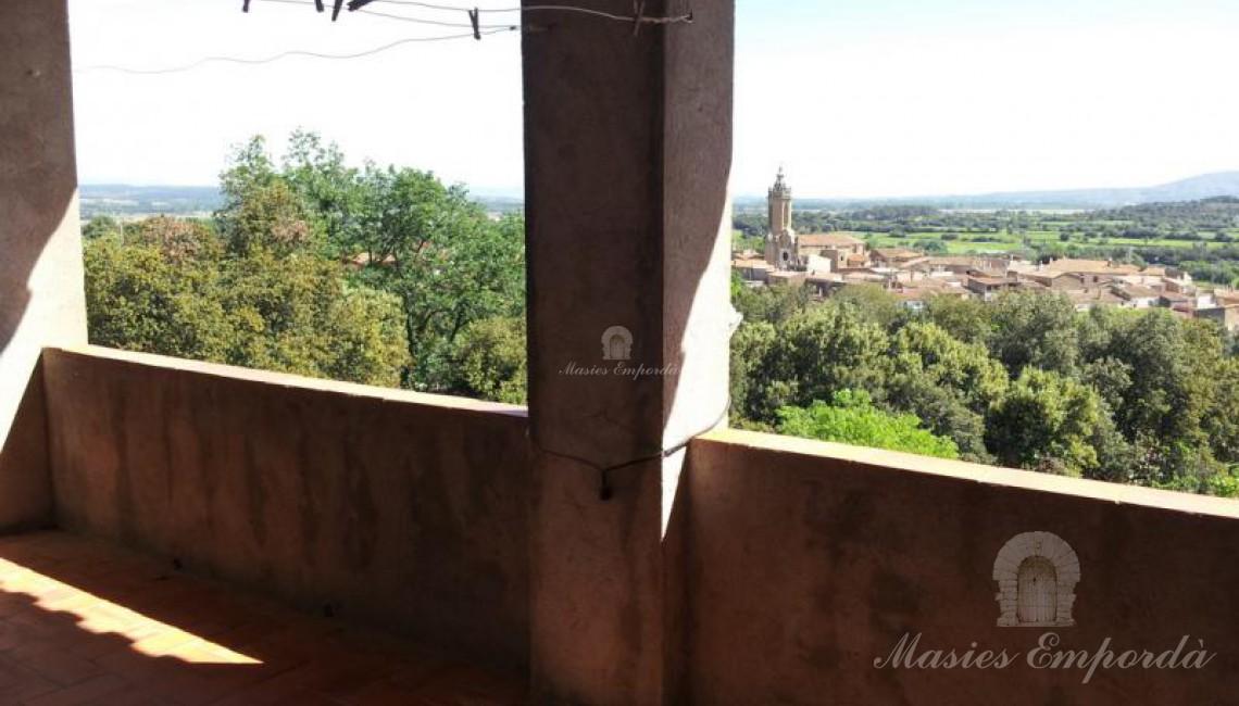 Terraza en la segunda plata con vistas espectaculares de todo el valles del Baix Empordà