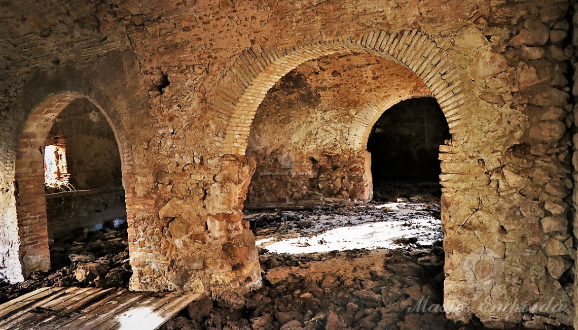 Interior blocks with semicircular arches that support the spectacular set of the blocks