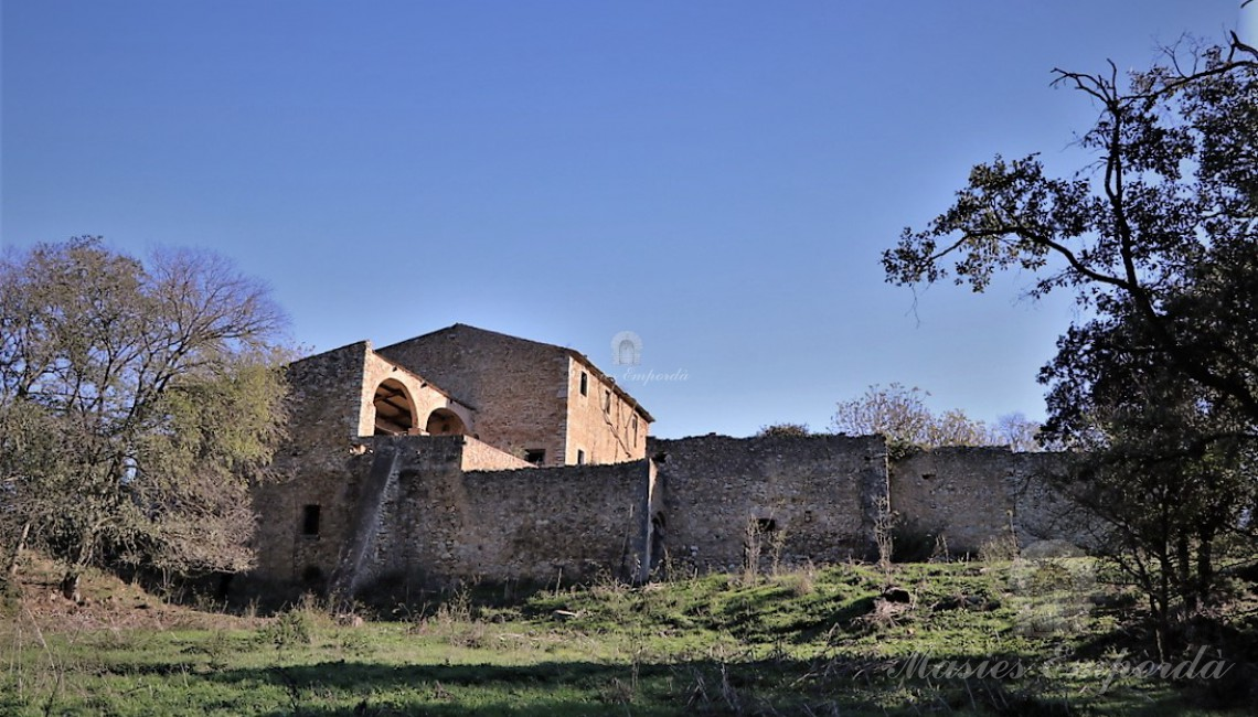 Views of the construction of the farmhouse