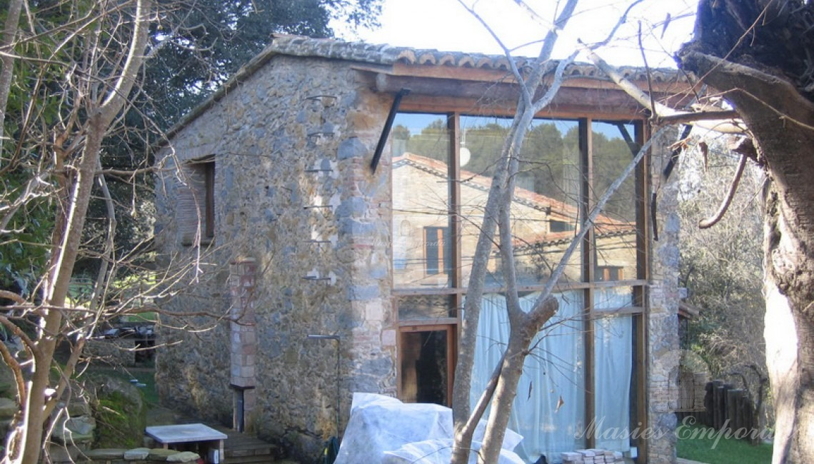 Adjoining construction of the main house