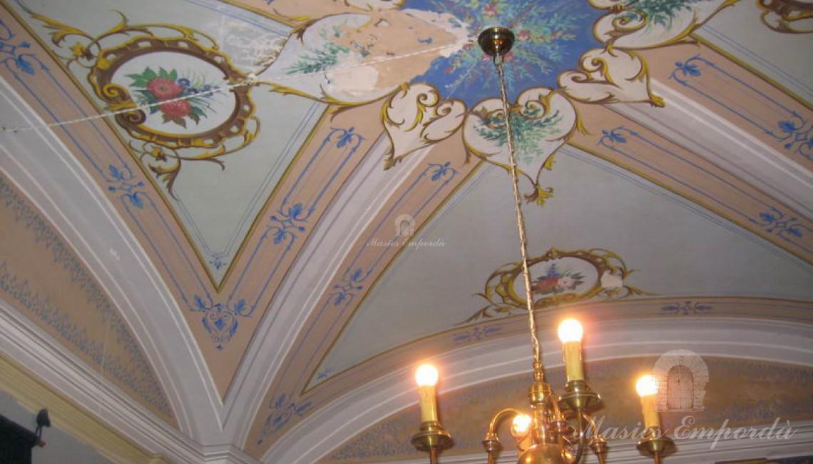 Detalles de la bóveda del salón principal