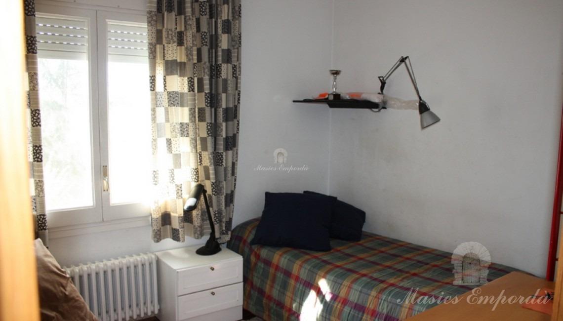 Una de las habitaciones de la casa con dos camas individuales