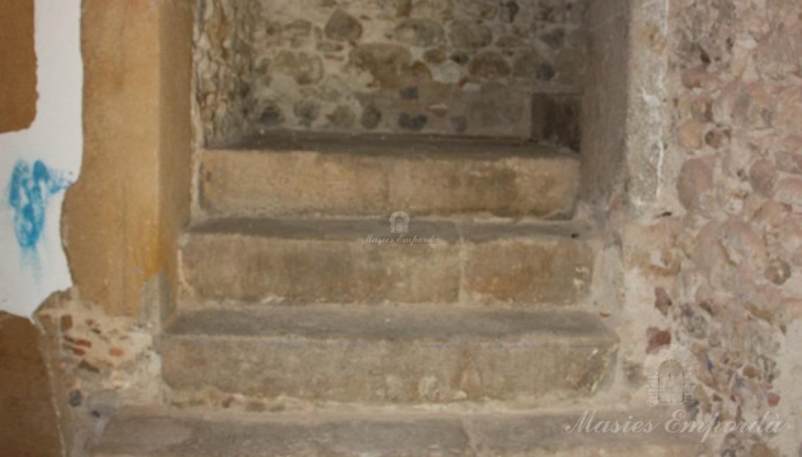 Detalle de la escalera de acceso a planta por el hall de entrada