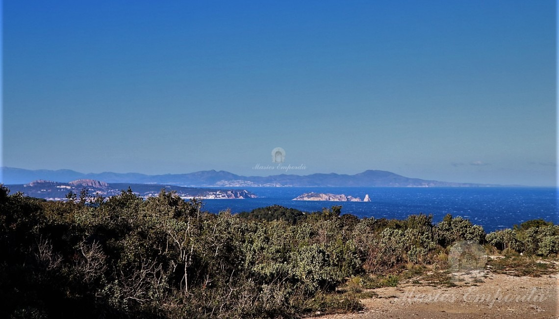 Views of the sea and the Medes Islands from the plots
