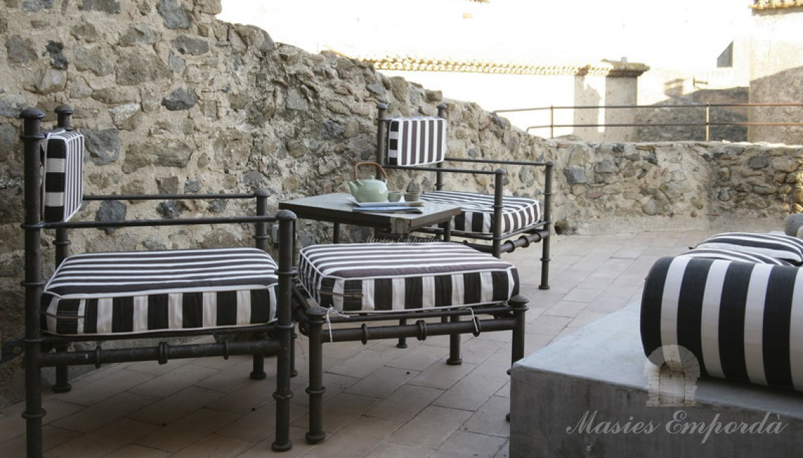 Charming 336m2 village house in the Baix Empordà. Costa ...