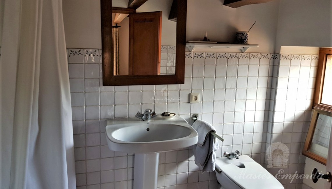 Baño completo de la suite de la buhardilla