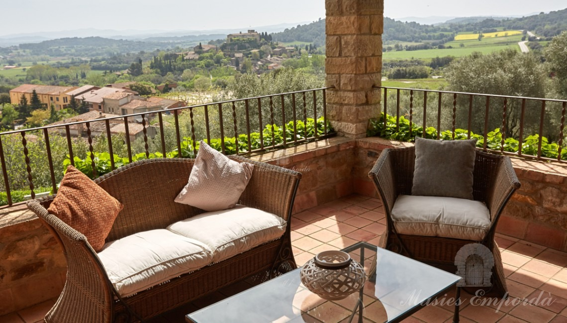 Terrace overlooking the garden, pool and the valley of Foixá