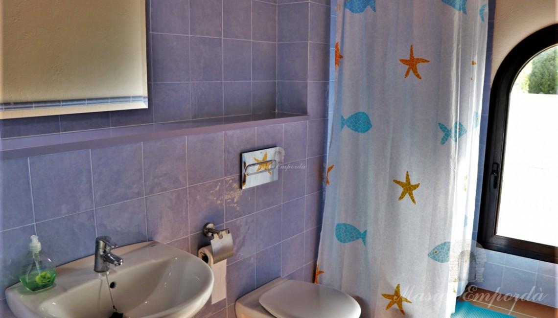 Baño completo de planta superior