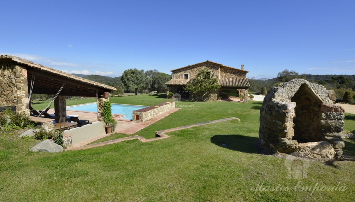Side view of the farmhouse from the pool area