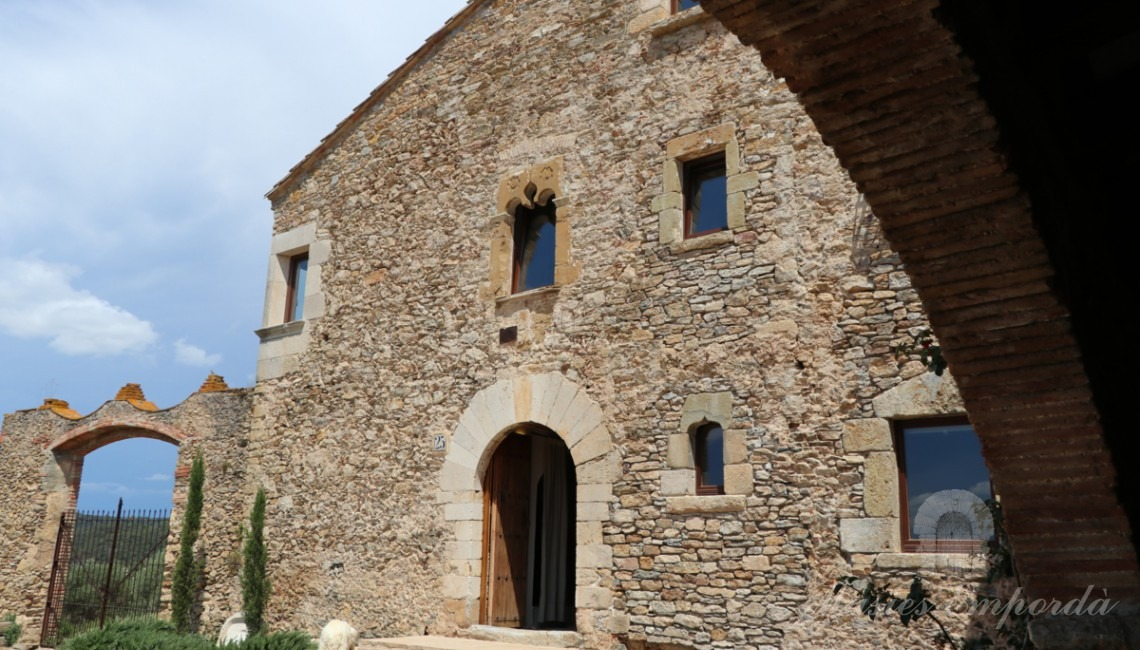 Views from the inside of the annexes of the facade of the farmhouse