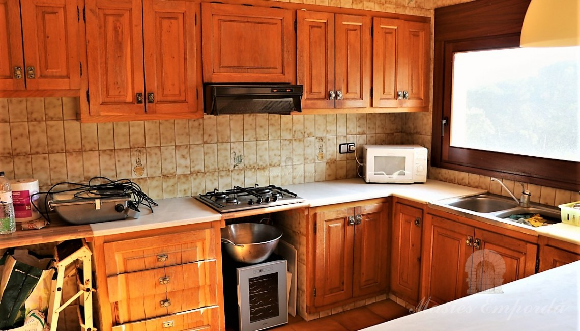 Large kitchen with direct access to terrace