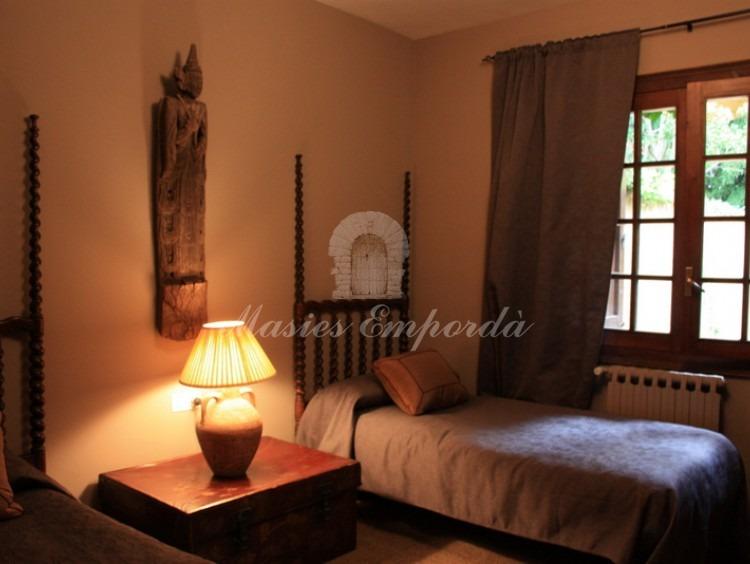 Una habitación doble de la casa con dos camas