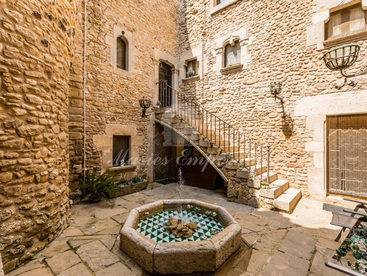Inner courtyard of the farmhouse with direct access staircase to the second floor
