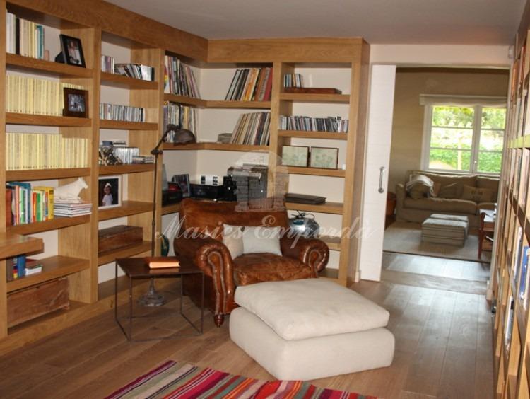 Despacho y biblioteca junto a salón de estar