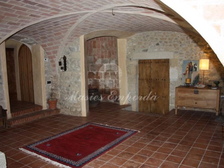 Hall de entrada principal de la casa con una extraordinaria bóveda de crucería