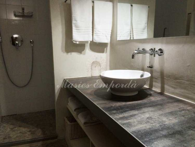 Detalle del baño de la masia