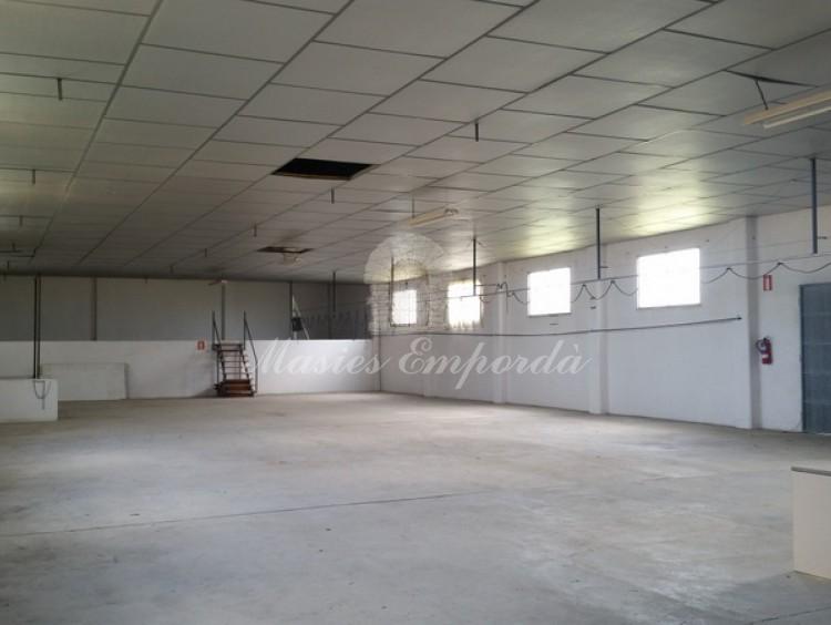 Interior nave industrial planta primera diáfana