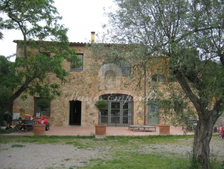 View of the house and the garden of the house