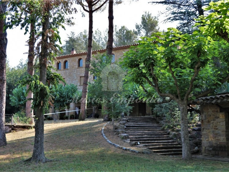 View of the entrance from the garden to the farmhouse