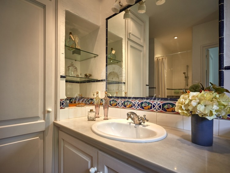 Complete bathroom of the suite