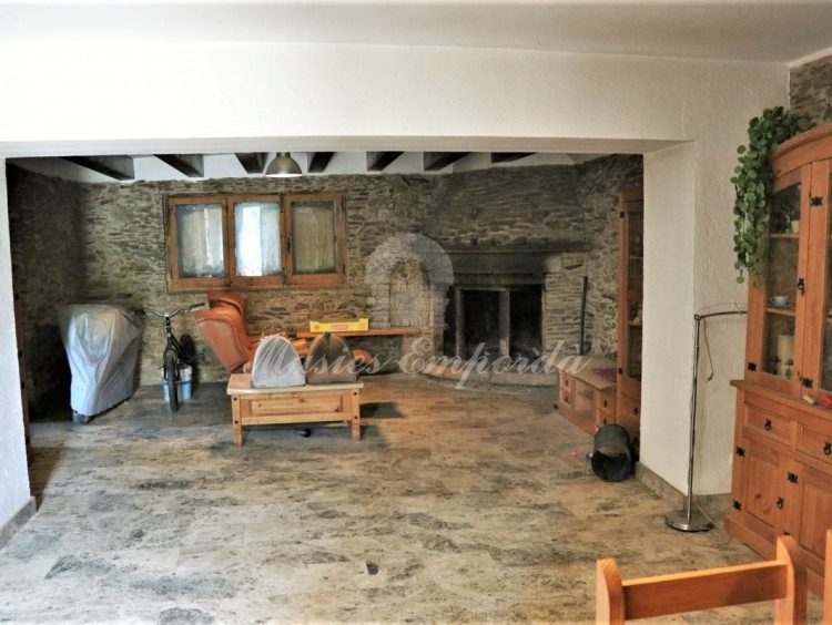 Entrance hall and lounge of the farmhouse