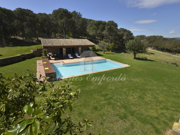 General view of the garden and the pool from the terrace of the farmhouse