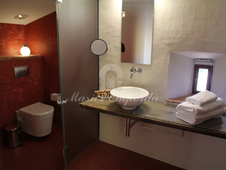Full bathroom of one of the suites
