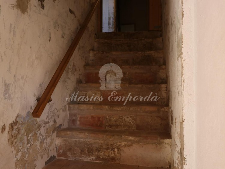 Access staircase to floor