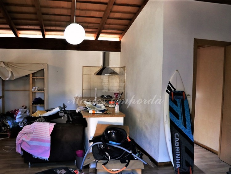 Apartment annexes with a room, kitchen and bathroom.